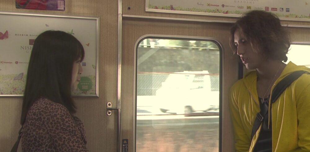 阪急電車-DVされている女子大生ミサと彼氏カツヤ
